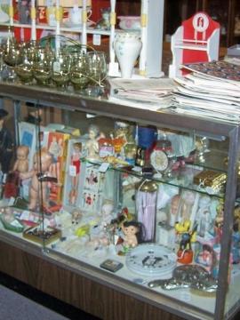 Space 39 - Kathy Andersen -  Vintage Dolls, Toys